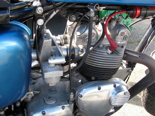 500 Triumph Daytona préparée par son propriétaire, équipée d'une paire de carburateur Gardner.