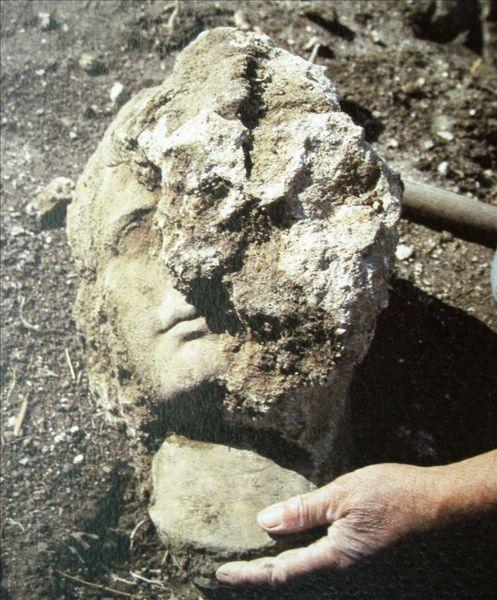 C:\Users\NF\Desktop\ΠΕΡΙ ΝΙΚΟΠΟΛΕΩΣ\16 MONUMENT of Augustus, Nikopolis. Octavian Head Bust. ΟΚΤΑΒΙΑΝΟΣ, Προτομή, Copyright IB ΕΠΚΑ 01.JPG