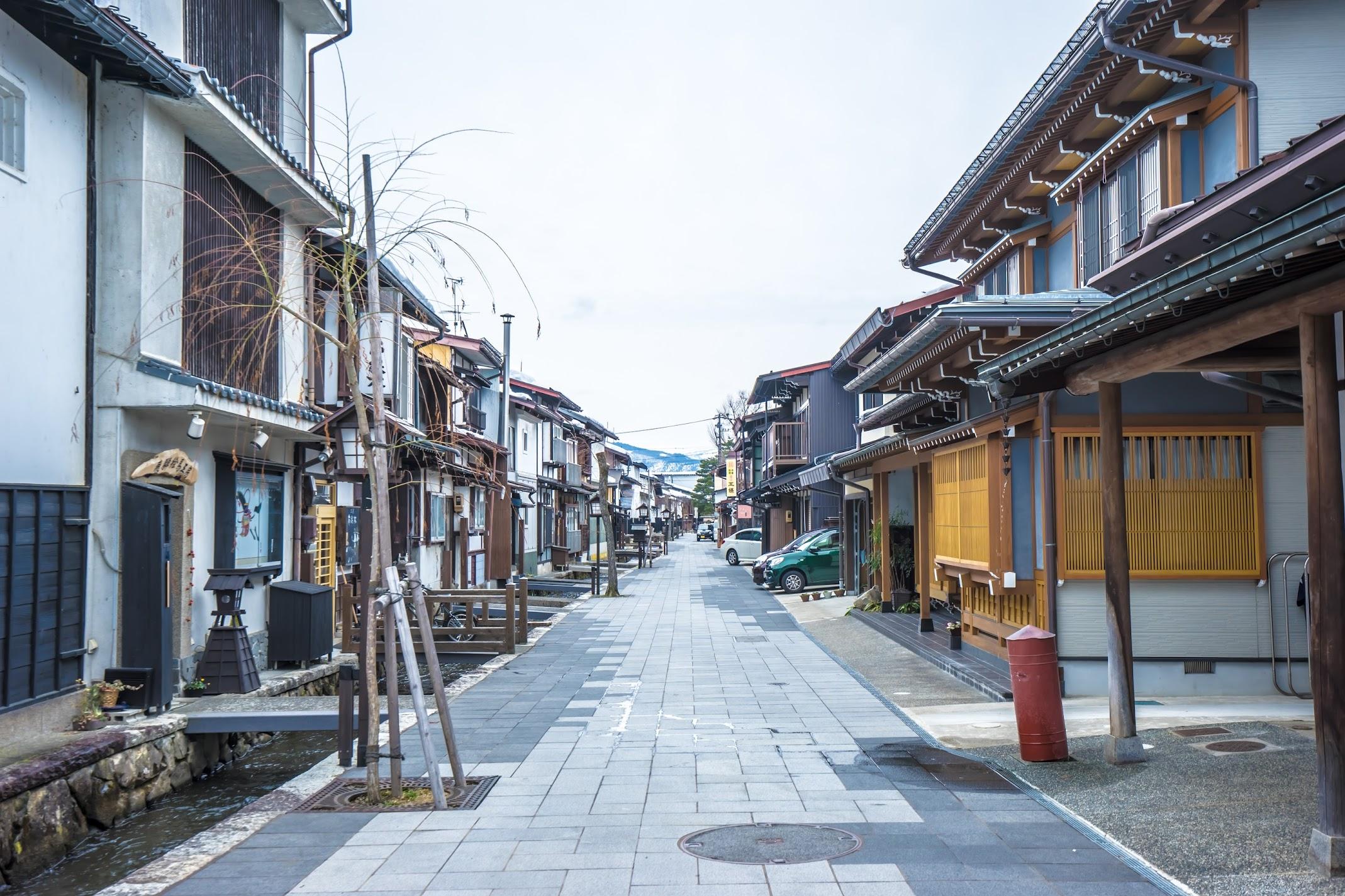 Hida Furukawa White Walled Storehouse Street1