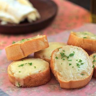 Roasted Garlic and Brie Crostini