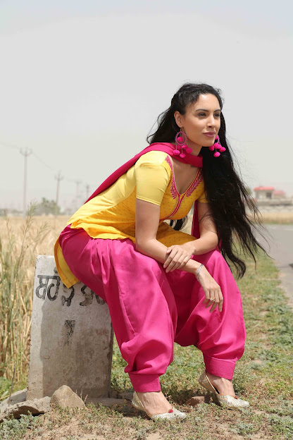 Deana Uppal in Hard Kaur movie, girl sitting on milestone, Deana Uppal as Punjabi kudi