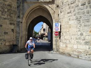 Photo: puis par l'une des portes de la ville ...