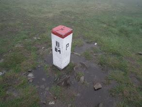 Photo: Słupek graniczny na przełęczy Brona.