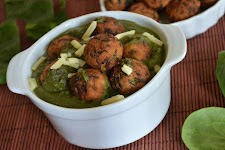Bread Koftas In Palak Gravy