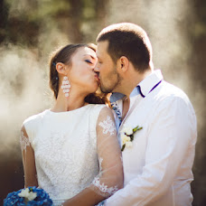 Wedding photographer Viktoriya Rendom-Savinkova (VickyRandom). Photo of 15.08.2014