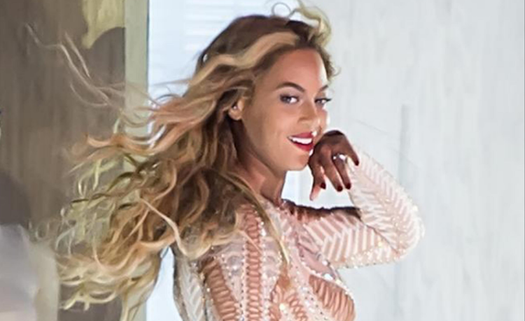 WATCH | Beyoncé's band gets in...