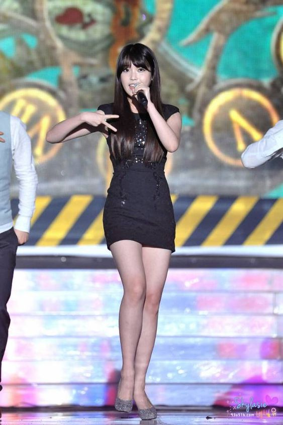 iu black dress 15