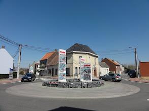 Photo: Doorheen het dorpje naar de Schelde