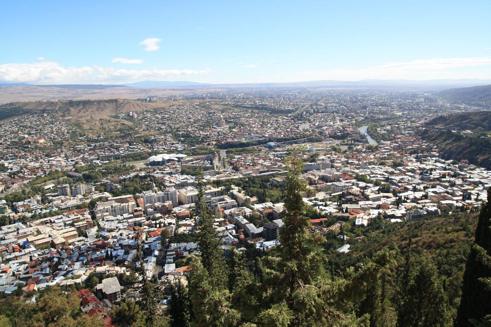 так виглядає Тбілісі з гори Мтацмінда
