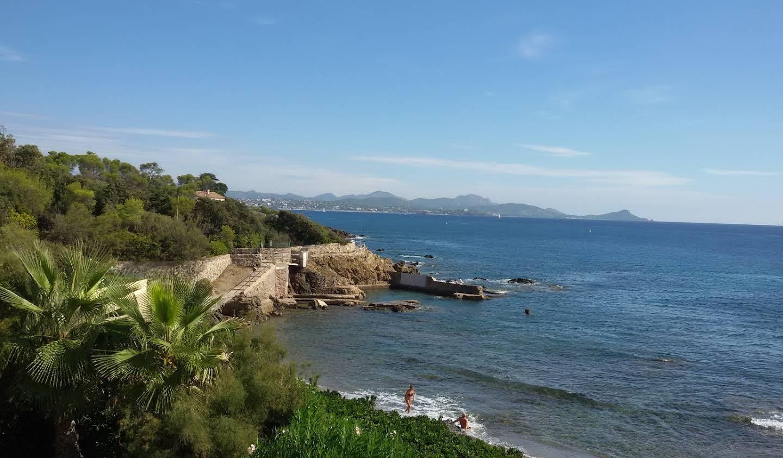 Villa avec piscine en bord de mer Saint aygulf