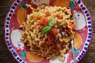 Fusilli Bucati Pasta with Fresh Tomato Sauce