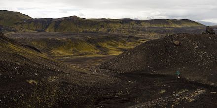 Photo: Descending to the canyon of Syðri – Emstruá