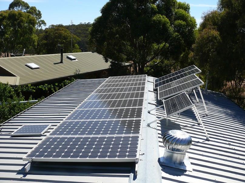 Rozpiętość cen zarówno paneli słonecznych, jak i różnych rodzajów folii grzewczej na podczerwień jest oczywiście szeroka.