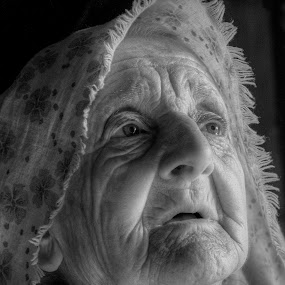 Traces of time by Mehmed Mestanov - Black & White Portraits & People ( wrinkles, old, black and white, old woman, portrait )
