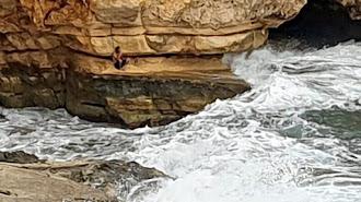 Imagen compartida por Salvamento Marítimo del bañista rescatado en Rodalquilar.