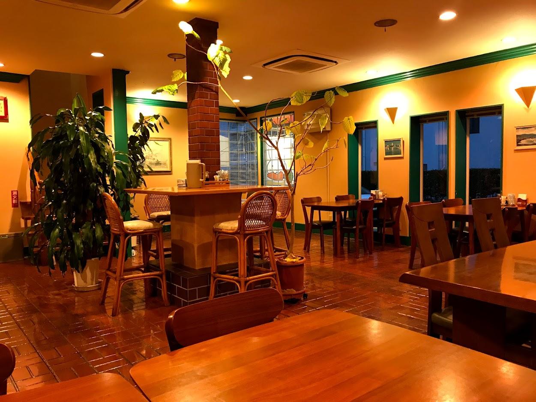 カフェレストラン にんじん店内