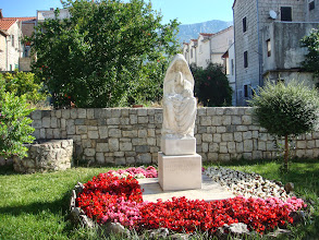 Photo: Statue in Kastel Kambelovac