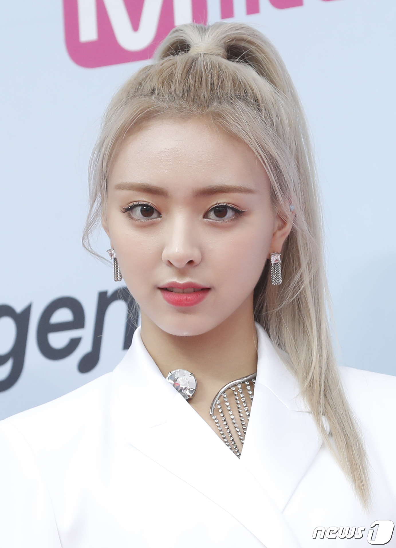 ITZY's Yuna Takes Everyone's Breath Away With Her Beauty ...