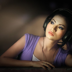 Love the music by Chandra Wirawan - People Portraits of Women
