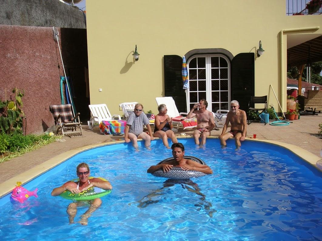 verkoeling in het zwembad
