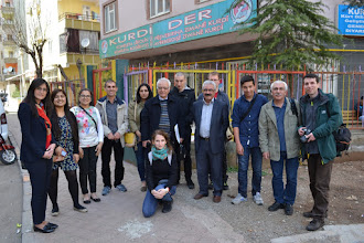 Photo: The research team next to the Kurdî Der office in Amed/Diyarbakir