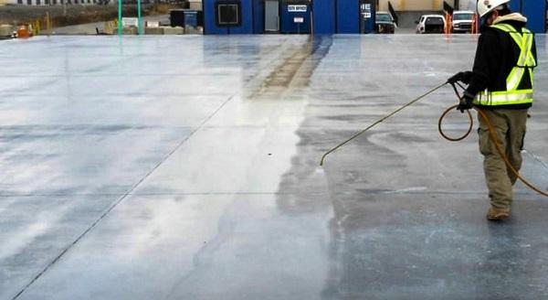 Dưỡng hộ bê tông bằng phương pháp phun nước bề mặt