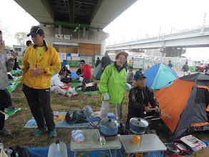 Photo: 今日も1日応援しよう!肌寒い朝。カタヒ&さくちゃんから頂いた着替え用のテントも設置 サッキー&シブジャガ