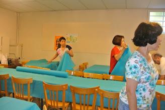 Photo: Préparation des tables