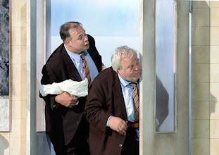 Photo: WIEN/ BURGTHEATER: DER REVISOR von Nikolaj Gogol. Premiere am 4.9.2015. Inszenierung: Alvis Hermanis. Dirk Nocker, Hermann Scheidlehner. Copyright: Barbara Zeininger