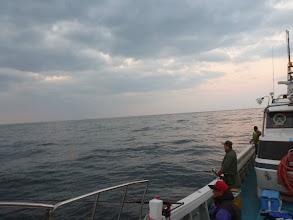 Photo: 日の出も一日、一日早くなって、釣り時間が長くなってます。 ナギです!釣るぞー!