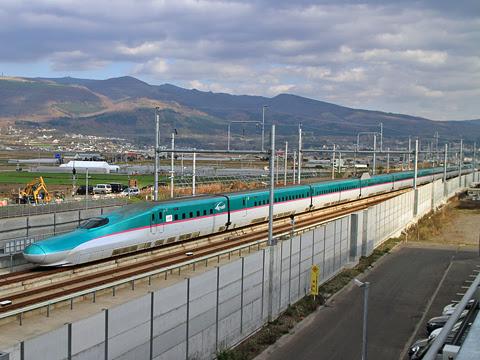 JR東日本 E5系新幹線「はやぶさ24号」 新函館北斗にて