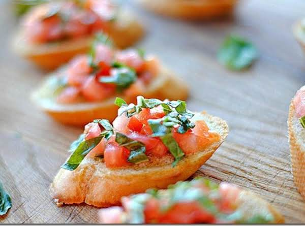 Light Healthy Snack Or Lunch.  Tomato Lovers Will Love This Recipe!