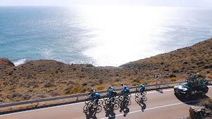 Rodando con unas vistas impresionantes por el Cabo de Gata.