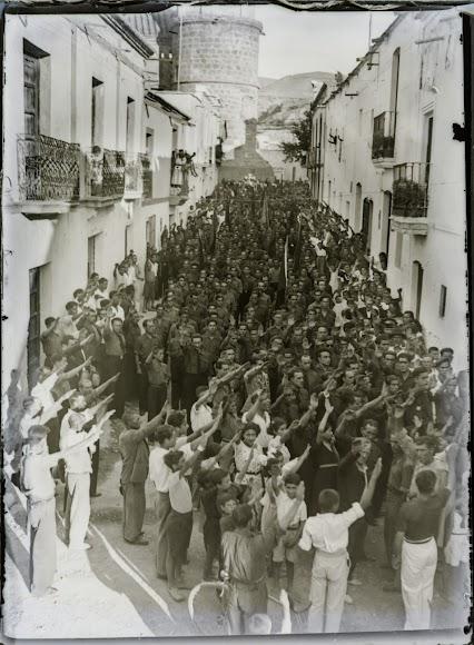 Acto de propaganda del franquismo en Huécija.