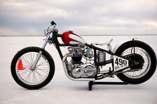 triumph-bonneville-prepare-pour-les-records-de-vitesse-sur-le-lac-sale-de-bonneville-presente-par-machines-et-moteurs-le-specialiste-des-motos-anglaises-classiques