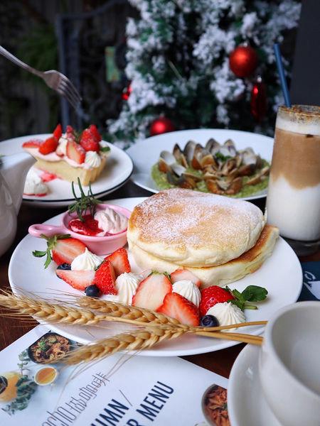 台中。Hecho做咖啡。勤美商圈秘密空中花園。冬季限定草莓卡士達起司鬆餅。爆炸蛤蜊