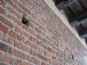 Photo: Za plecami mieliśmy oryginalną ścianę z cegieł.