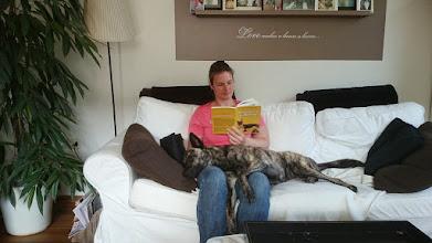 Photo: Met nog twee weken te gaan bereiden wij ons beiden op onze eigen manier voor op de komst van de pups ;)