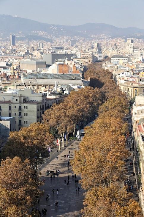 Barcelona, La Rambla widok z Monument a Colom