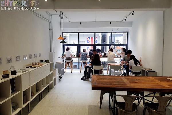 J.W.xMr.Pica│同時有好喝咖啡和生活選物的質感咖啡店,人氣超高有好多妹子呀!近審計新村呦~