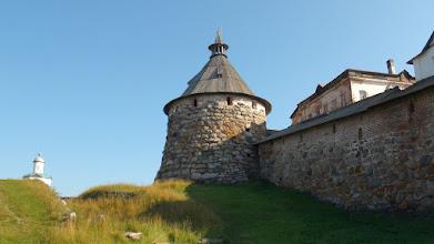 Photo: Ров и Корожная башня, вот здесь мы вчера лазили