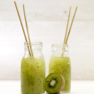 Kiwi, Apple and Ginger Smoothies.