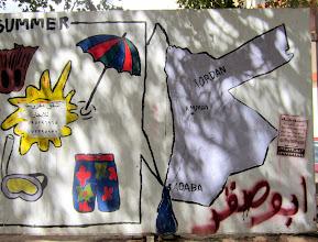 Photo: Aloitimme Jordanian Aqabasta - graffititaiteilijat tarjosivat mukavasti Aqaban kaduilla maan kartan ja oleelliset asiat Jordaniasta