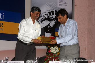 Photo: Shri Vevek Sawant welcoming Shri. Suresh Prabhu.