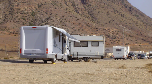 Semana Santa se salda con 42 denuncias a caravanas mal aparcadas en Cabo de Gata