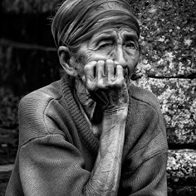 by Ian Reducer - People Street & Candids ( face, senior citizen, people )