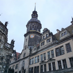ドイツ・マイセン磁器の巨大絵画、ドレスデンで奇跡的に戦禍を逃れた「君主の行列」に迫る