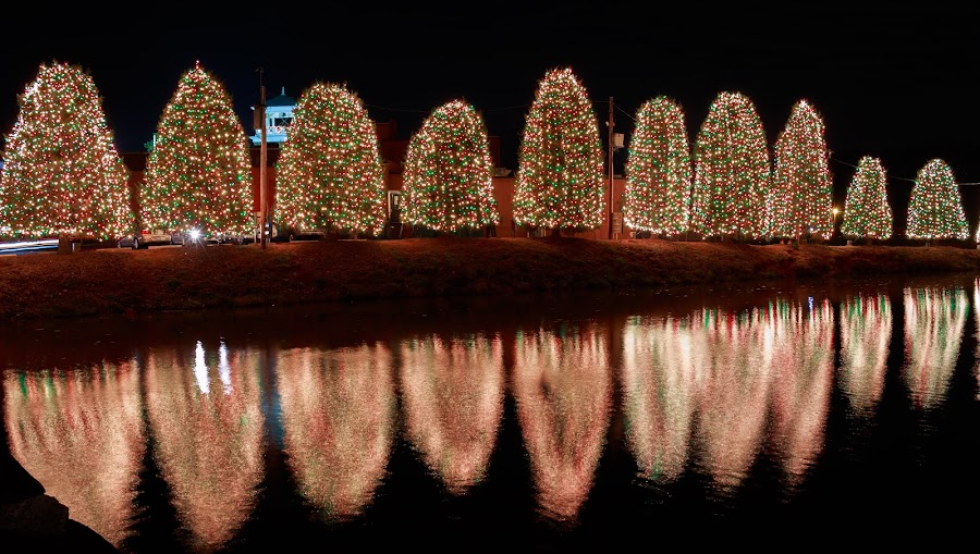 Low LIGHT by Rananjay Kumar - Public Holidays Christmas ( #landsacpe, #lowlight, #waterscape, #canon70d, #refection, #night, #x-mas, #water, #canon, #christmas,  )