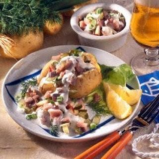 Neue Kartoffeln gefüllt mit Matjessalat