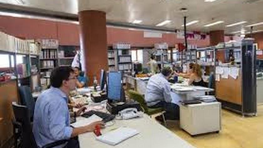 Andalucía busca 422 trabajadores sociales y personal administrativo.